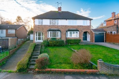 3 Bedroom House New Instruction in Skys Wood Road, St. Albans, Hertfordshire - Collinson Hall