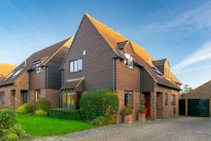 4 Bedroom House For Sale in Old Orchard, Park Street, St. Albans, Hertfordshire - Collinson Hall