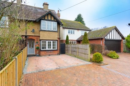 3 Bedroom House For Sale in Watling Street, Park Street, St. Albans - Collinson Hall