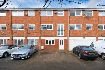 1 Bedroom Apartment For Sale in How Wood, Park Street, St. Albans - Collinson Hall