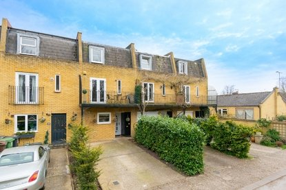 3 Bedroom House For Sale in Brinsmead, Frogmore, St. Albans - Collinson Hall