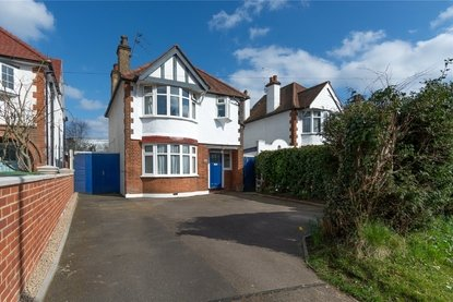 3 Bedroom House For Sale in Harpenden Road, St. Albans - Collinson Hall