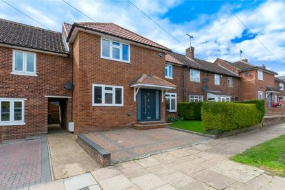4 Bedroom House New Instruction in New Greens Avenue, St. Albans - Collinson Hall