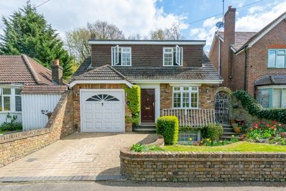3 Bedroom House For Sale in Old Watford Road, Bricket Wood, St. Albans - Collinson Hall