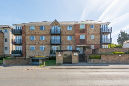 2 Bedroom Apartment Let in Old Watford Road, Bricket Wood, St. Albans - Collinson Hall