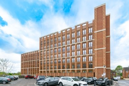 1 Bedroom Apartment Let in Ziggurat House, Grosvenor Road, St Albans - Collinson Hall