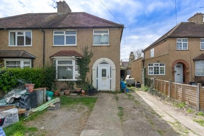 3 Bedroom House New Instruction in Burston Drive, Park Street, St. Albans - Collinson Hall