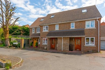 3 Bedroom House New Instruction in Waverley Road, St. Albans - Collinson Hall