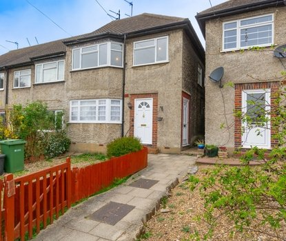 2 Bedroom Maisonette For Sale in Vernon Close, St. Albans, Hertfordshire - Collinson Hall