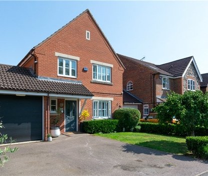 4 Bedrooms House For Sale in Forge End, Chiswell Green, St Albans - Collinson Hall