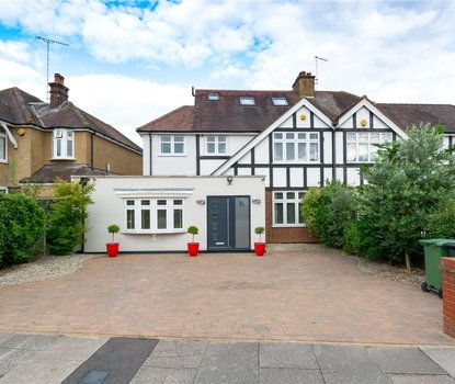 4 Bedroom House For Sale in Gurney Court Road, St Albans, Hertfordshire - Collinson Hall