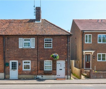 2 Bedroom House For Sale in High Street, Sandridge, St. Albans, Hertfordshire - Collinson Hall