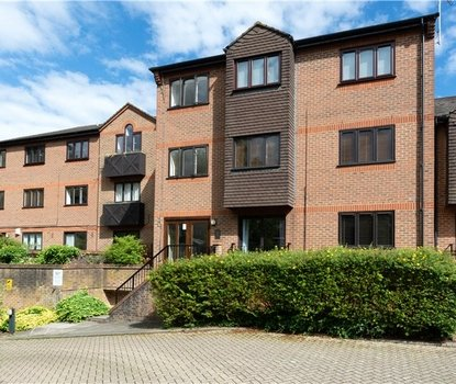 1 Bedroom Maisonette Sold Subject To Contract in Chatsworth Court, St. Albans, Hertfordshire - Collinson Hall