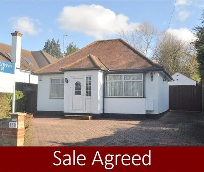 2 Bedrooms Bungalow Sold Subject To Contract in Watling Street, Park Street, St. Albans, Hertfordshire - Collinson Hall