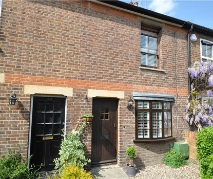 2 Bedrooms House For Sale in Branch Road, Park Street, St. Albans, Hertfordshire - Collinson Hall
